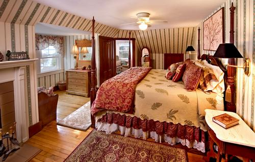The Kingsleigh Turret Suite, Maine Bed and Breakfast suite